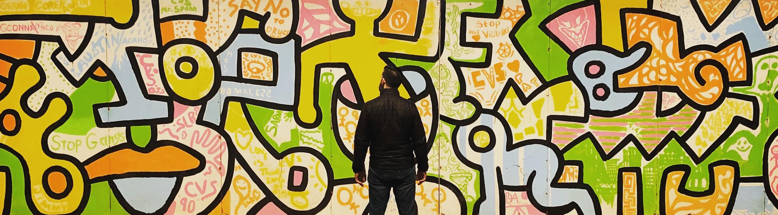 Man voor een muur vol kunst